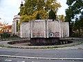 Sokolská, betonová fontána na Karlově.jpg