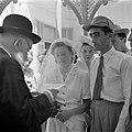 Soldaat en zijn bruid tijdens de huwelijksvoltrekking, vermoedelijk in Haifa, Bestanddeelnr 255-0297.jpg