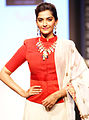 Sonam Kapoor IIJW 2013.jpg