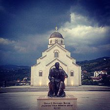 Spomenik Petru Petroviću Njegošu u Andrićgradu.jpg