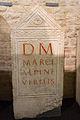 Stèle funéraire de Marcus Alpinius Virilis - Musée romain d'Avenches.jpg