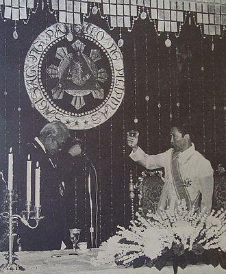 Kukrit Pramoj - Philippine President Ferdinand Marcos (right) hosts a State Dinner at Malacañang Palace for Kukrit Pramoj (left), July 1975.