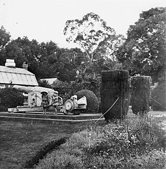 RML 64-pounder 64 cwt gun - Children posing with the Armstrong gun in the Toowoomba Botanic Gardens, 1912.