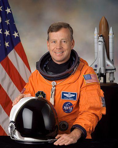 Astronaut Steven W. Lindsey, STS-121 commander, NASA photo (5 January 2005) Source: Wikipedia (spaceflight.nasa.gov killed 25 Feb 2021) 384px-Steven_W._Lindsey.jpg
