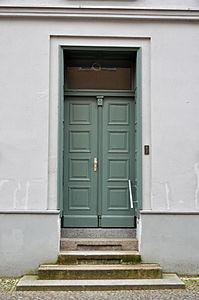 Stralsund, Fährstraße 3, Tür (2012-03-11), by Klugschnacker in Wikipedia.jpg