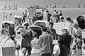 Strandfanfare van Zandvoort treedt weer op, drukte op het strand, Bestanddeelnr 911-4999.jpg