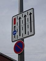 Svatovítská, značka vyhrazeného jízdního pruhu za křižovatkou Prašný most.jpg