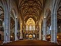 Tübingen - Stiftskirche - Blick durch das Kirchenschiff zu Altar und Chor.jpg