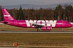 TF-BRO WOW air Airbus A320-232 coming in from Reykjavik (KEF - BIKF) @ Frankfurt - International (FRA - EDDF) - 24.11.2016 (31221314915).jpg