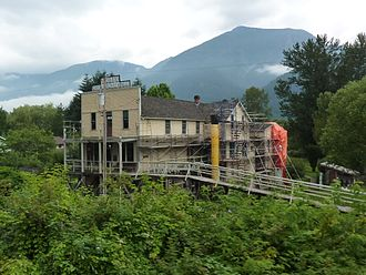 Kilby Provincial Park - Image: T Kilby Hotel and General Store (5993738449)