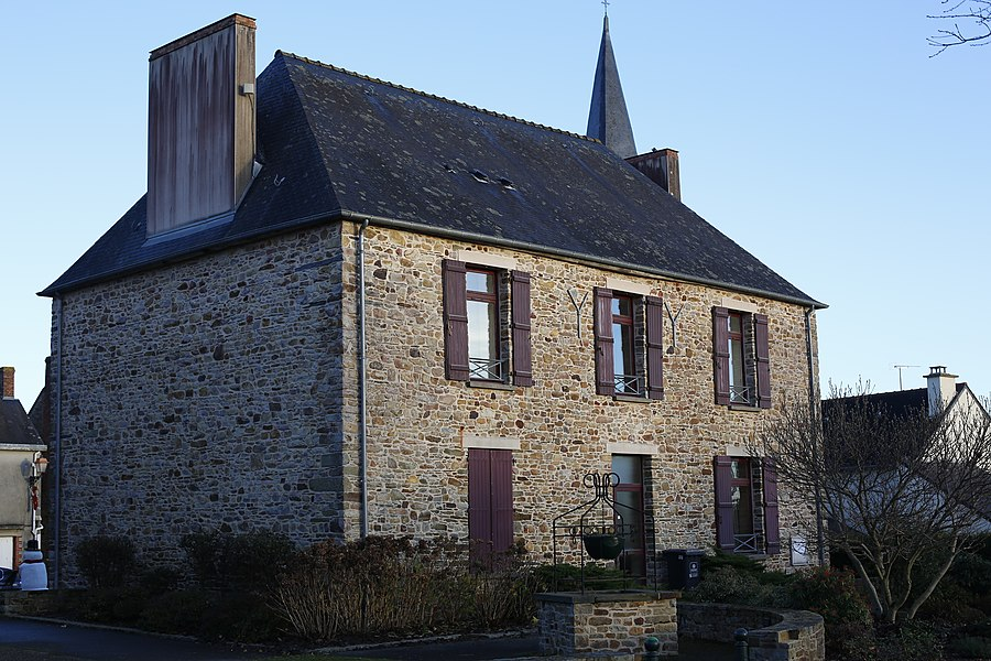 Town hall of Teillay.
