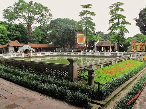 Temple of literature courtyard (7360543632)