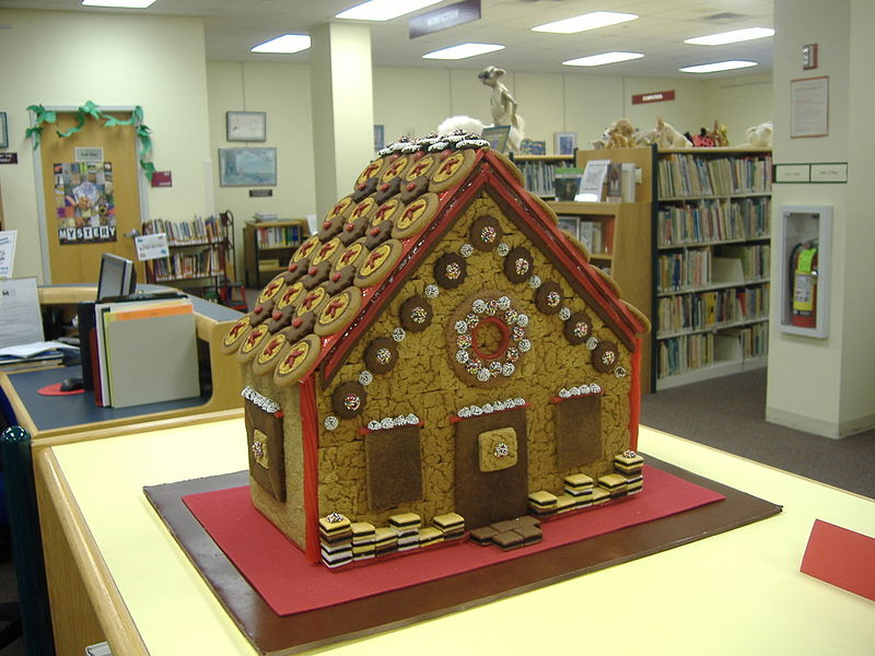 File:Teri's gingerbread house (2).jpg