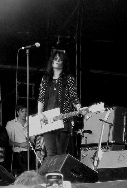 File:The Dead Weather Glastonbury 2009-6.jpg