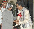 The President, Dr. A.P.J. Abdul Kalam presenting the Padma Bhushan Award – 2006 to Sitar artist Ustad Abdul Halim Jaffer Khan, in New Delhi on March 20, 2006.jpg