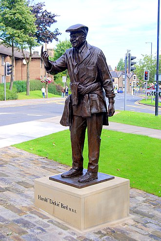 Dickie Bird - Image: The Statue of a Renowned Cricket Umpire