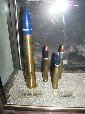 20×138mmB - Image: Three 20x 138B shells and 37 mm shell