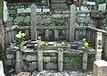 Tomb of Sakamoto Ryoma center.jpg