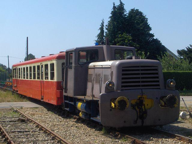 640px-Train_Touristique_%C3%89tretat_Pays_de_Caux_at_Les_Loges_in_2012.JPG