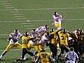 Trojans kick FG at USC at Cal 2009-10-03.JPG