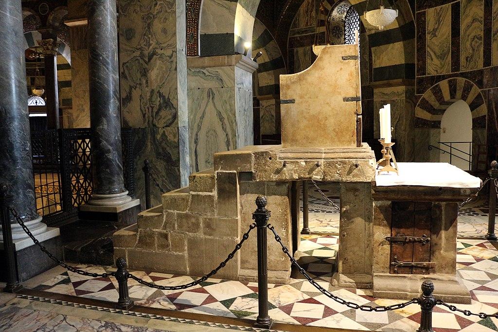 Trono detto di carlomagno, ante 936, costruito con materiali antichi di spoglio, 03