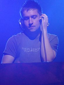 UCast performing his set at Crossfield 2009.jpg