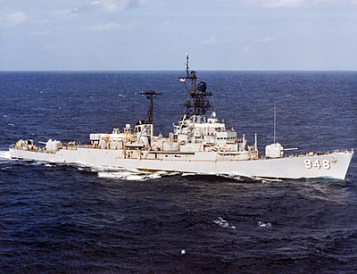 USS Morton (DD-948) underway in the Indian Ocean, circa in the 1970s (6485457).jpg