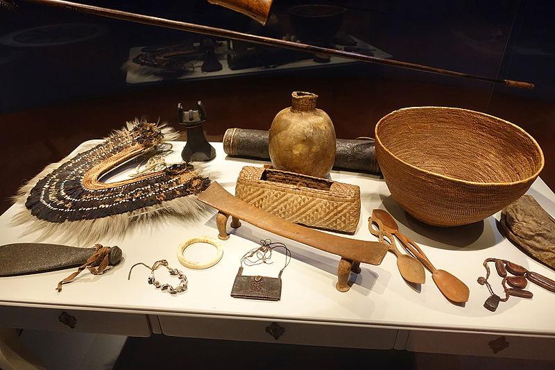 File:Unidentified objects - Etnografiska museet - Stockholm, Sweden - DSC00806.JPG