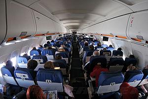 United Airlines A320-232 cabin Iwelumo.jpg