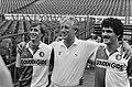 V.l.n.r. dhr. Johan Cruijff , trainer Thijs Libregts en dhr. Michel van de Korpu, Bestanddeelnr 932-6601.jpg