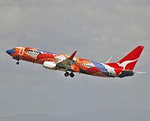 VH-VXB 'Yananyi Dreaming' Boeing 737-838 Qantas (8640257928).jpg