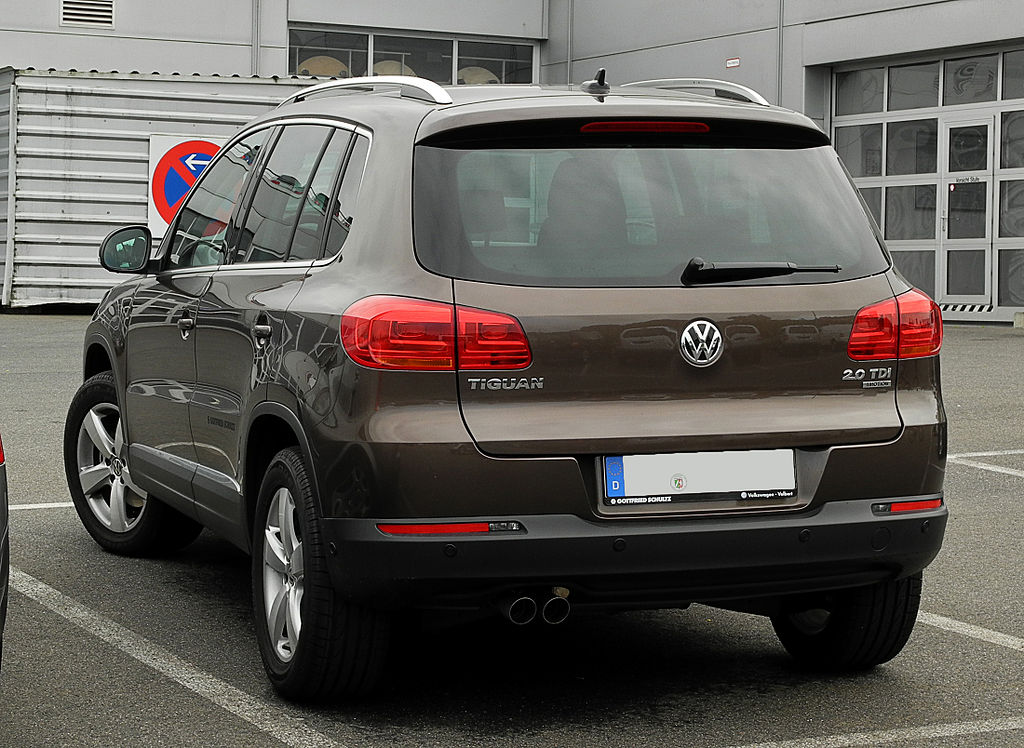 file vw tiguan sport style 2 0 tdi 4motion bluemotion technology facelift heckansicht 14. Black Bedroom Furniture Sets. Home Design Ideas