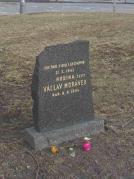 Soubor:Vaclav Moravek Memorial Prague CZ 114.jpg