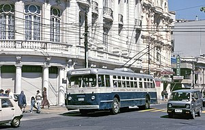 Trolleybuses in Valparaíso - One of Valparaíso's 1952-built Pullman-Standard trolleybuses in 1996, when still in the system's original paint scheme and with the name of the private operating company, ECTE, along its sides