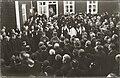 Vihtori Kosolan hautajaiset arkkua kannetaan kotipihalla 18.4.1936.jpg