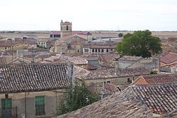Villalba Alcores caserio y iglesia Santiago lou.jpg