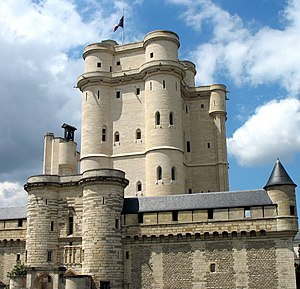 Donjon of the Chateau de Vincennes , where Charles X's ministers were detained Vincennes chemise and keep.jpg