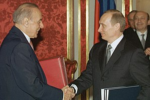 Azerbaijan–Russia relations - President Putin with President Heydar Aliyev of Azerbaijan during a ceremony for signing Russian-Azerbaijani documents.