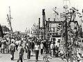 Vlaggetjesdag te IJmuiden. Aangekocht in 1982 van fotograaf C. de Boer. - Negatiefnummer 20835 k 25. - Gepubliceerd in het Haarlems Dagblad van 09.06.1981. Identificatienummer 54-012242, NL-HlmNHA 1478 25900 K 38.JPG