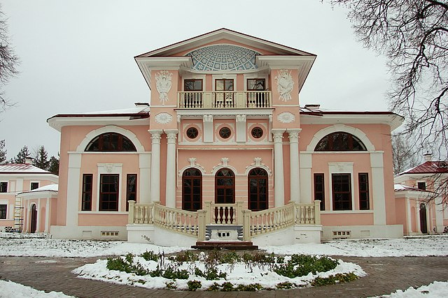 https://upload.wikimedia.org/wikipedia/commons/thumb/6/6b/Vologda_Country_estates_Pokrovskoe_7.jpg/640px-Vologda_Country_estates_Pokrovskoe_7.jpg