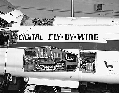 45 Jahre digitales Fly-by-wire, mit einem Apollo Guidance Computer in einer Vought F-8.