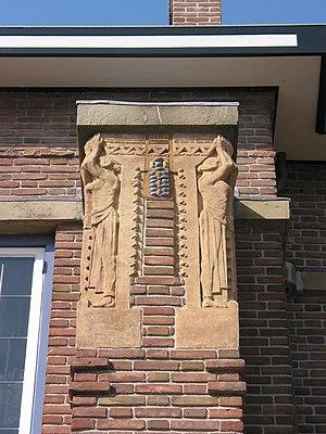 Willem Coenraad Brouwer - Image: W.C. Brouwer Caryatids Huis De Lange Alkmaar 1