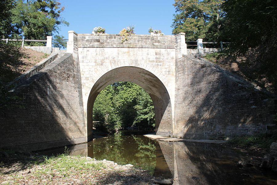 Le Pont-Cacault (1806), sur la Sanguèze, Fr-44-Le Pallet.