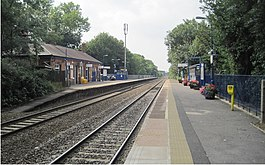 Warwick railway station, Warwickshire, geograph-4045638-by-Nigel-Thompson.jpg