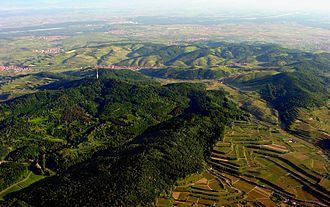 Kaiserstuhl (Baden-Württemberg) - The Kaiserstuhl hills including the Totenkopf with its transmission tower, the village of Oberbergen beyond it and the Rhine River in the background (aerial view looking north-northwest)