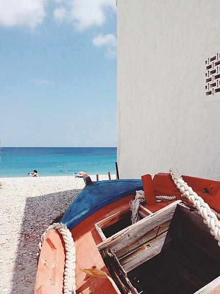 File:Wooden boat on the beach (Unsplash).jpg