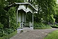 Zicht op de voorzijde van het prieel in de tuin - De Bilt - 20413849 - RCE.jpg