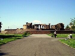 Zvartnots cathedral ruins.jpg