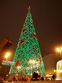 Árbol navideño luminoso en Madrid 02