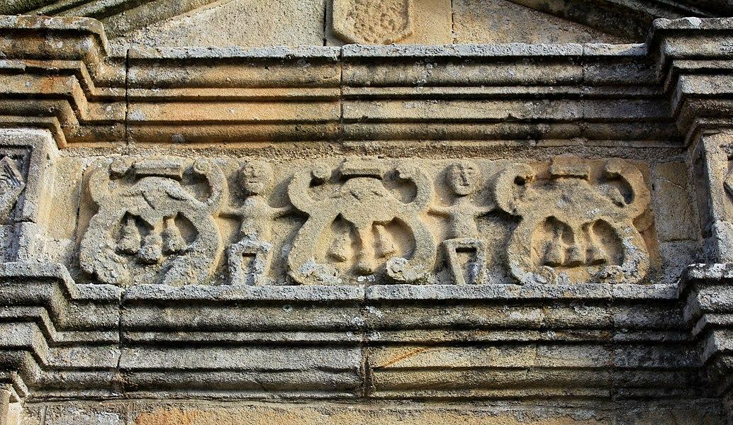 Église Notre-Dame-de-la-Fosse: porte sud-est, détail
